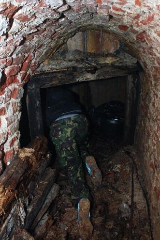 Урбани герила ратници из подземља изнели су пролетос смеће из Краљевског нивоа четвртог положаја контра-минског система Петроварадинске тврђаве. Фото: М.П.
